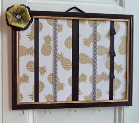 Hair accessory organiser / board / storage