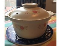24cm Ceramic coated casserole pan and 2.8L crockery pot. Both are pretty new, only used 3-4 times