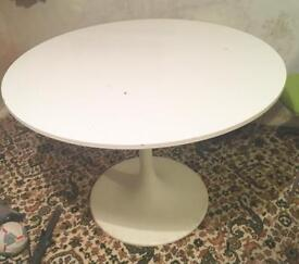 White round gloss table