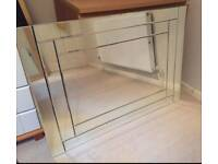 Double bevelled glass mirror