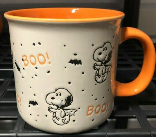 SNOOPY / PEANUTS GANG HALLOWEEN COFFEE MUG - BOO - SNOOPY AS DRACULA