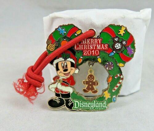 Disney Disneyland Pin - Merry Christmas 2010 - Mickey Mouse - Wreath