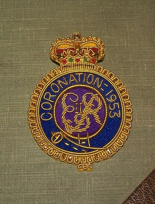 UK Britain Queen Elizabeth QEII Royal Coronation Badge Windsor Saxe Coburg