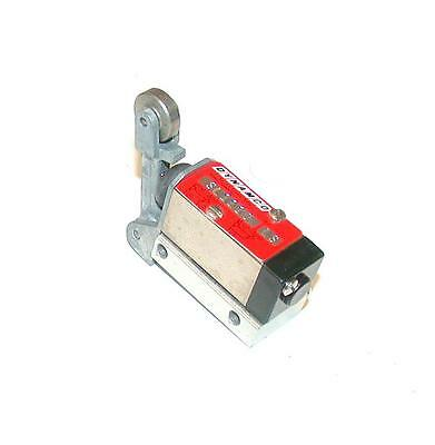 New Dynamco Sl1110 Ls  Pneumatic Manifold Roller Lever Limit Switch