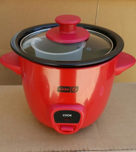 DASH  MINI RICE COOKER DRCM100RD RED COLOR.