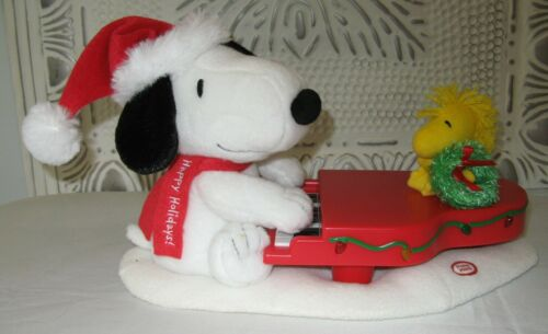 Hallmark Swingin w/ Snoopy Woodstock Plush Musical Piano XMAS Lights