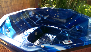 Spa /hot tub 8 to 10 pers vgc Pottsville Tweed Heads Area Preview
