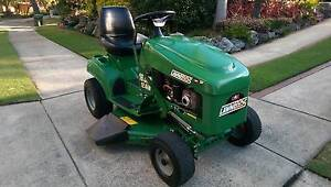 COX LAWNBOSS RIDE ON LAWN MOWER - 16.5 HP BRIGGS STRATTON 32 INCH Mount Colah Hornsby Area Preview