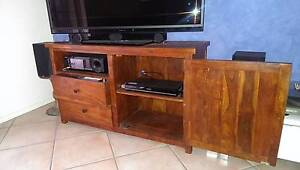 Solid Timber TV Entertainment unit Maroochydore Maroochydore Area Preview