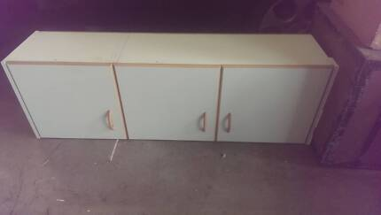 Kitchen / Laundry Cabinet ovehead and 1 x floor cupboard Cordeaux Heights Wollongong Area Preview