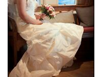 Stunning ivory wedding dress including accessories. Suitable for size 8-12