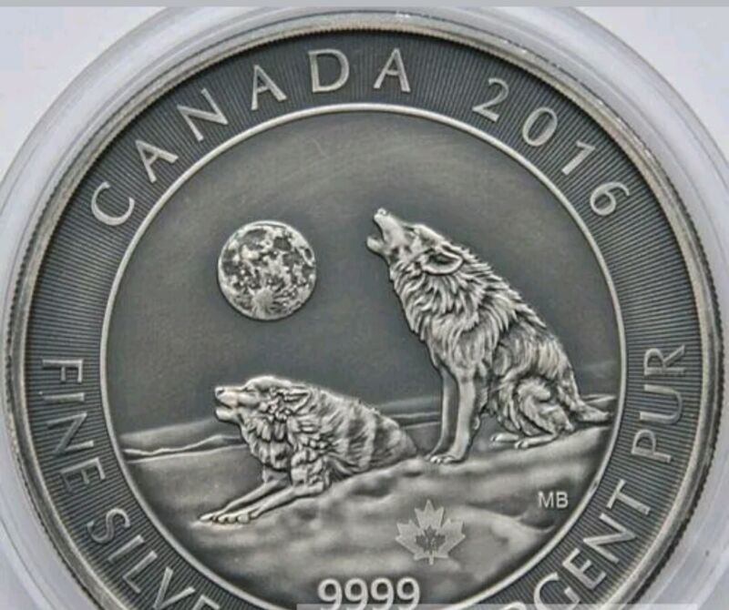 2016 CANADA HOWLING WOLVES 3/4 oz .9999 ANTIQUE FINISH SILVER COIN IN CAP