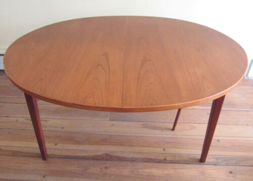 MID CENTURY DANISH MODERN Teak Dining Table with 2 Leaves