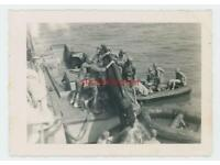 U.S MARINE RAIDERS IN FRONT OF JAPANESE DUGOUT CAPE TOROKINA 8X10 PHOTO CC878