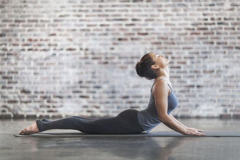 Vor deiner ersten Yoga-Stunde solltest du ein paar Dinge wissen. Erfahre hier mehr.
