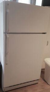 Réfrigérateur très propre livraison incluse