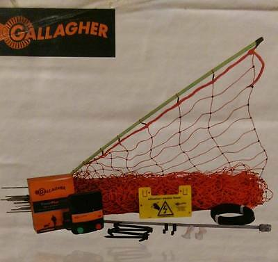 (Gallagher 25M Electric Poultry Netting Fencing Kit With Mains Fencer )
