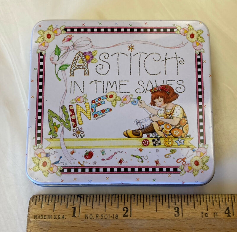 vintage Mary Engelbreit A STITCH IN TIME SAVES NINE Tin Sewing Kit Needle/Thread