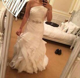 Vera Wang Ivory Wedding Dress - Princess for a day!