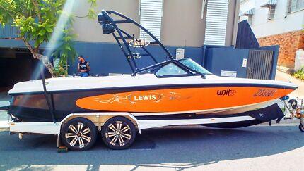Lewis ski boat 350 mercruiser motor 300hp