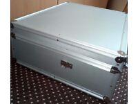 DJ Flight Case H190mm W530mm L430mm Aluminium a lot of foam stripes extra