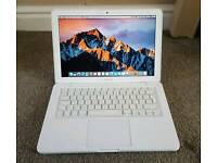 Apple Macbook. 2010. 3gb ram. 250gb hdd