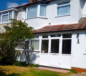 Fantastic 3 (double) bedroom house - great SW16 location - 2 bathrooms, garden and driveway.