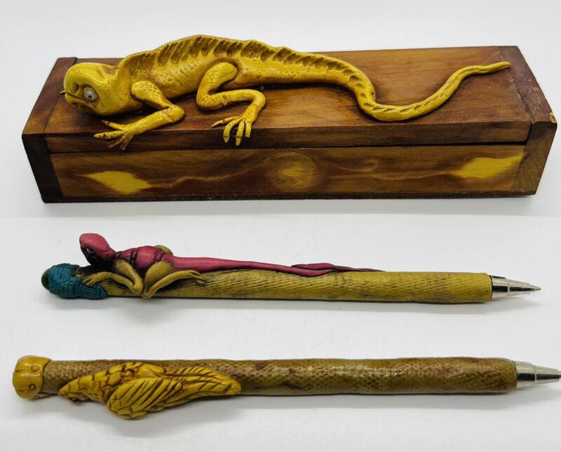 ARTISAN HAND CARVED PAINTED WOOD Lizard PEN BOX HOLDER 2 Pens