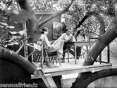 Speakeasy Flapper (Krazy Kat Klub Treehouse Speakeasy 1920s Flappers Jazz Prohibition Era photo)