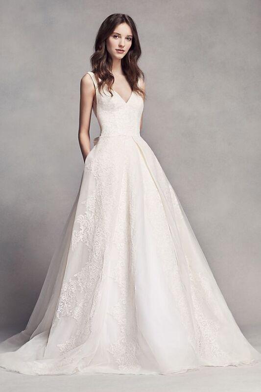 white by vera wang - wedding dress Size 4