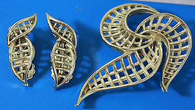 Vintage Art Deco Style Brooch Pin Clip-on Earrings Set Excellent
