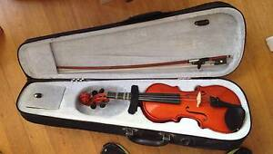 Prima 100 1/4 Student Violin with case and bow Reservoir Darebin Area Preview
