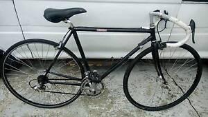 Giant 27 inch wheel race bike medium Langford Gosnells Area Preview