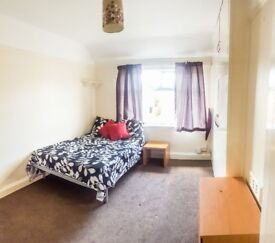 Large Double Room in Headington (BeR6)