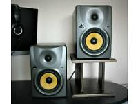 Speakers Behringer Truth B1030A