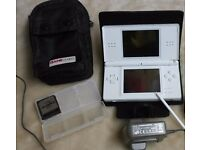 NINTENDO DS LITE IN WHITE WITH CHARGER & 40+ GAMES