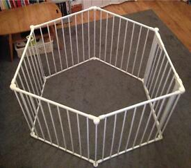 Baby or pet play pen