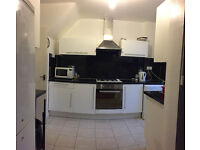 Nice single room is available in a Big house, 10min walk to Southfield Station ** no extra **