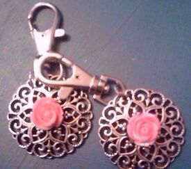 Set of 2 New Matching Silver Tone Round Ornate Cut Out Rose Keyrings Bag Charms.