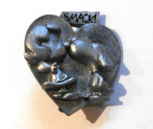 """Snoopy Kissing Lucy Pewter Pin 1965 Peanuts Vintage 1-1/2"""" Lapel Hat"""