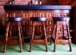 70'S Bar and 3 Bar stools in great condition