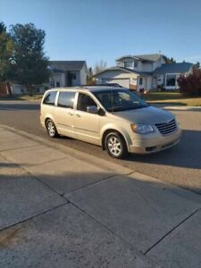 2010 Chrysler town and country touring edition stow and go