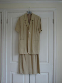 LADIES QUALITY SHORT-SLEEVE SKIRT SUIT - SIZE 10 - COST £160 NEW