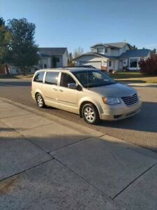 2010 Chrysler Town & Country.  Stow and Go!  Touring Edition