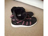 Nike roshe boot trainers size 5
