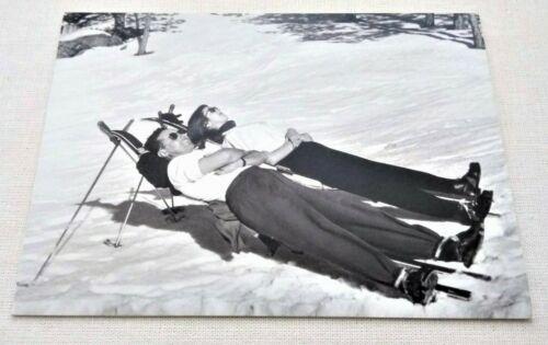Unused SKI Snow CHRISTMAS Greeting Card Skiers Sunbathe Black White Photo NOS