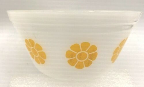 """Vintage Federal Glass small 5"""" diameter DAISY bowl YELLOW"""