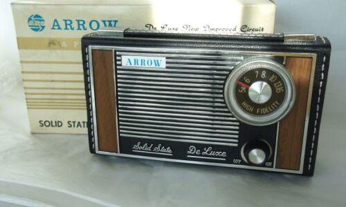 Vintage Radio ARROW  DE LUXE AM Transistor Black Leather Case