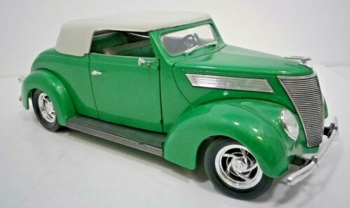 ROAD LEGENDS GREEN 1937 FORD CONVERTIBLE DIECAST CAR 1:18 SCALE