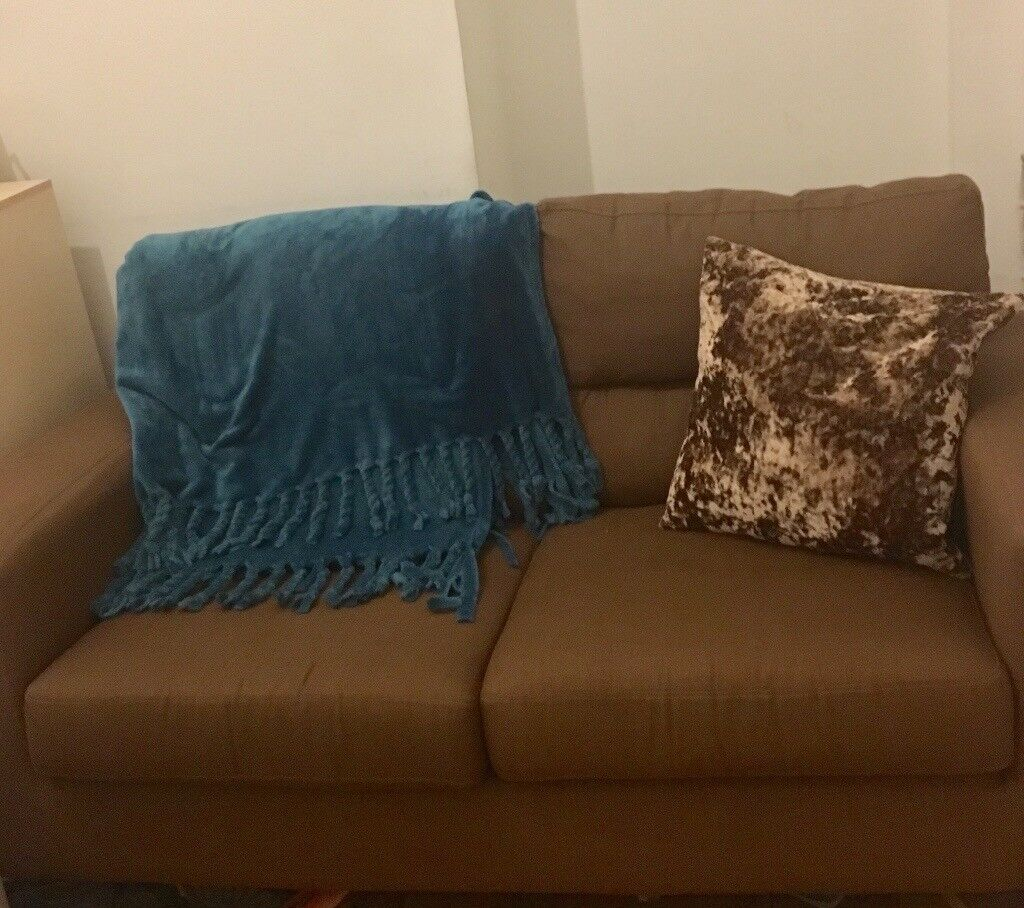 Extremely good condition Sofa (with brand new cushion and blanket if wished)